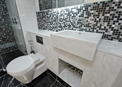 Závěsné WC do moderní koupelny, zdroj: shutterstock.com
